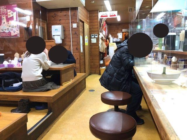 味の札幌大西の店内の座席