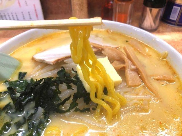 味噌カレー牛乳ラーメンの麺