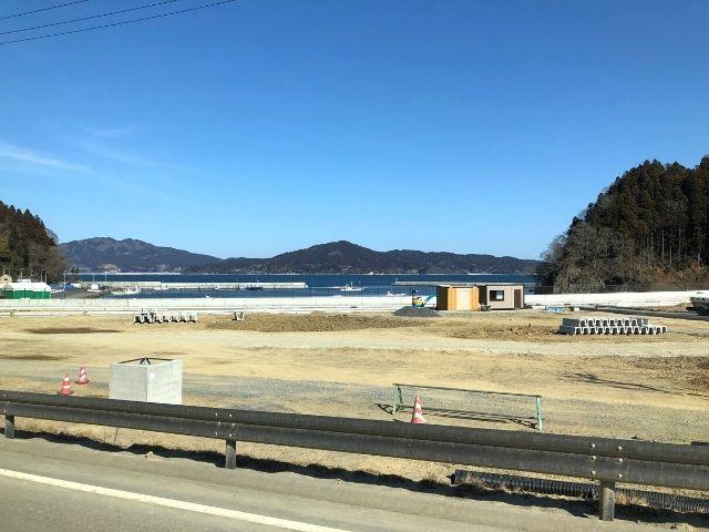 唐桑大沢駅を過ぎると車窓から海が見え始める