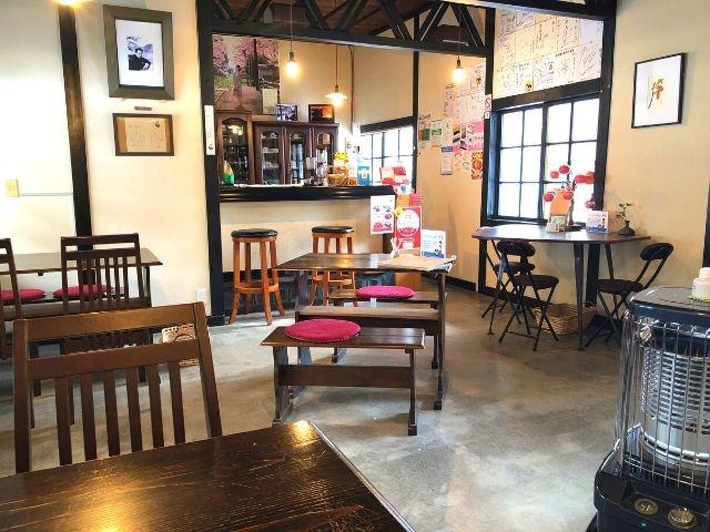 喫茶店駅舎の店内