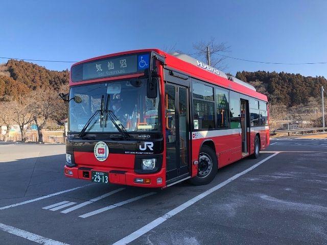 柳津駅に停車中の気仙沼線BRT