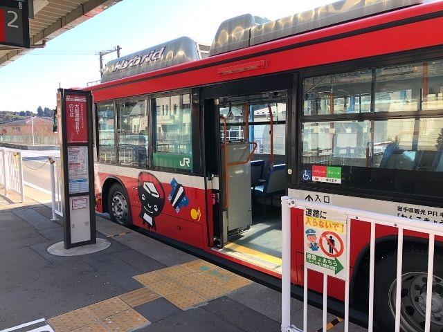 気仙沼駅に停車中の大船渡線BRT