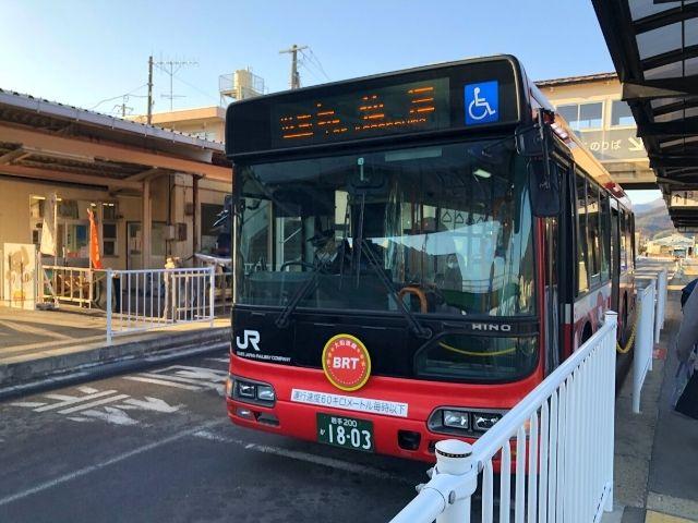 盛駅に停車中の大船渡線BRT