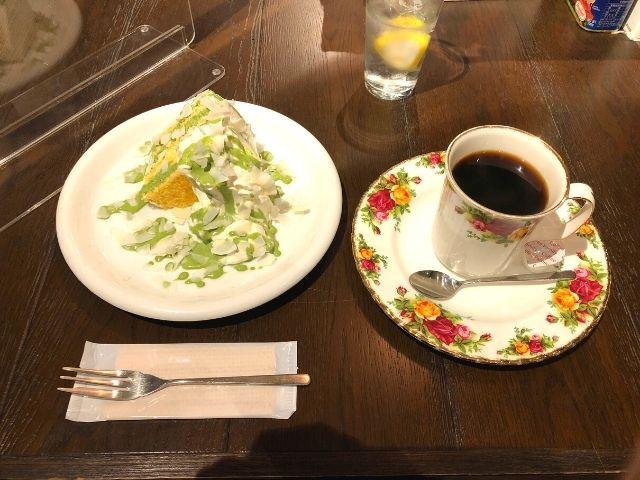 赤居文庫ブレンドと抹茶ココナッツのシフォンケーキ