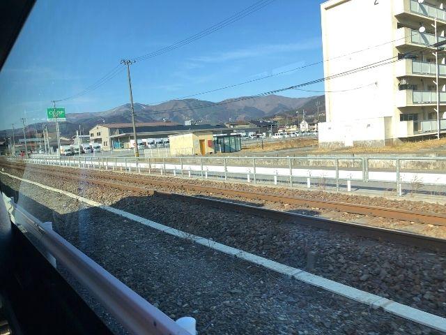 車窓から見える三陸鉄道リアス線の線路
