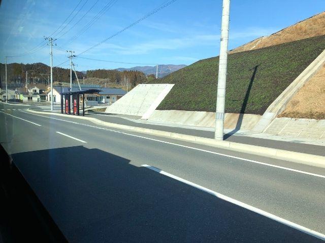 陸前今泉駅に停車中の大船渡線BRT