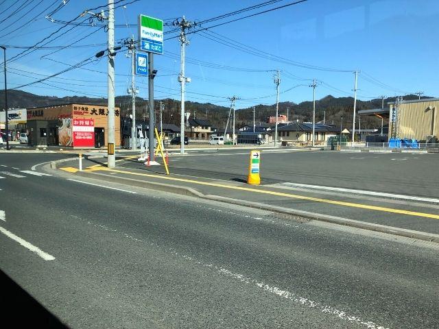 鹿折唐桑駅を過ぎて国道45号線を進む大船渡線BRT