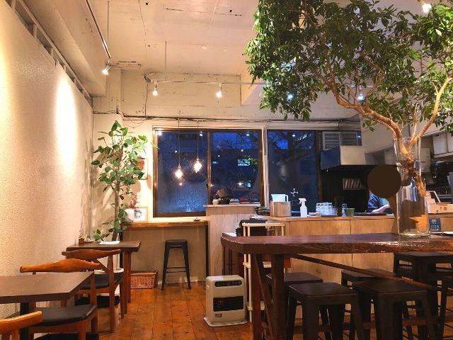 Cafeえにしえの夜の店内の様子
