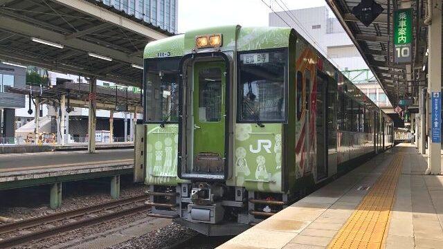 仙台駅に停車中の東北の祭りラッピング車両