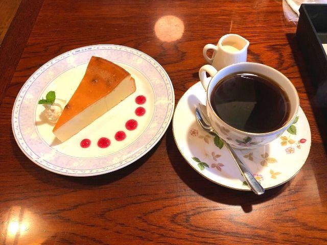 オリジナルブレンドコーヒーとベイクドチーズケーキのセット