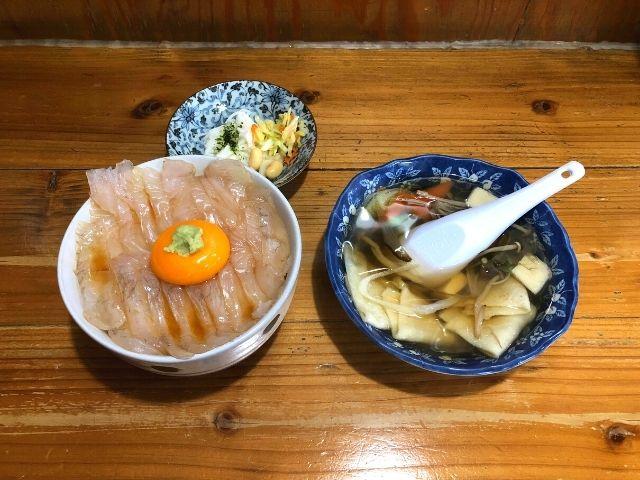 ヒラメの漬け丼とせんべい汁のセット