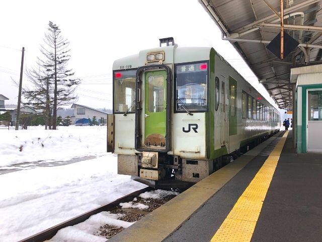 十和田南駅に停車中の花輪線キハ110