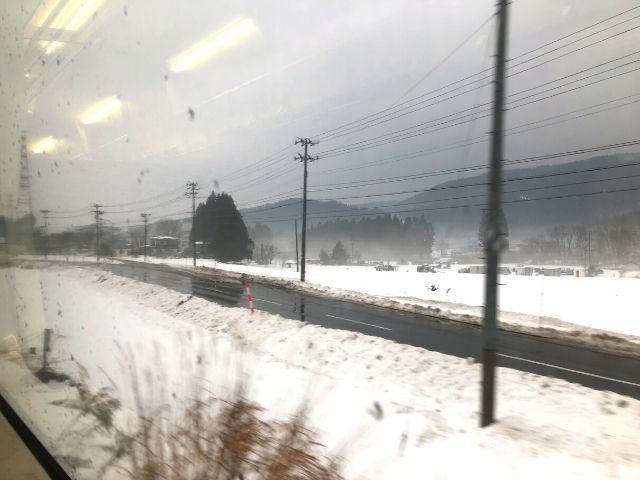 大滝温泉駅出発後の花輪線の車窓