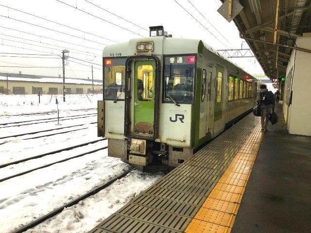 大館駅に到着した花輪線