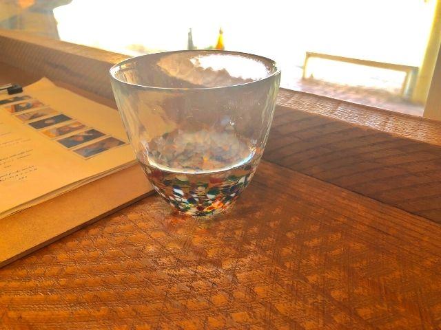 津軽びいどろのグラスを使ったお冷