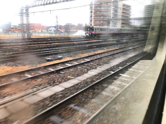 盛岡駅を出発した花輪線