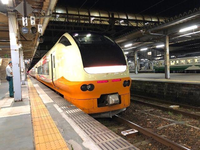 秋田駅に到着した特急いなほ