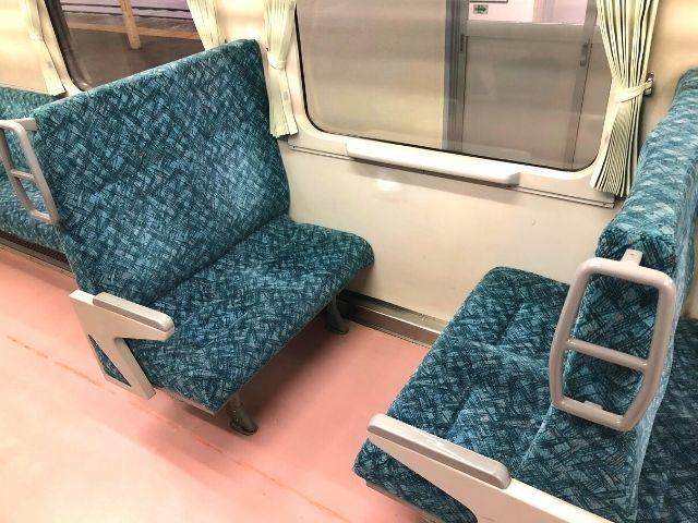 花輪線キハ110の4人掛けボックス座席