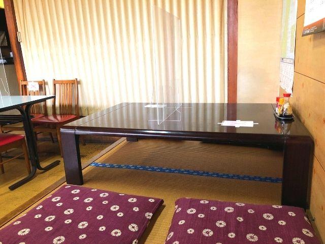 若松食堂の座敷席