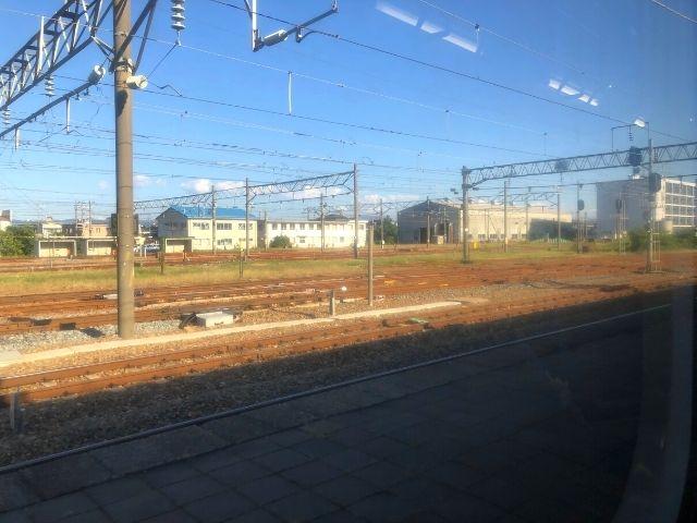 酒田駅を出発した陸羽西線快速最上川