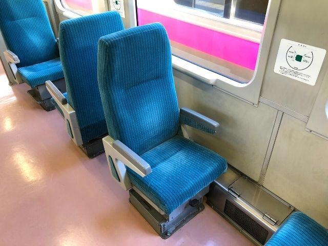 陸羽西線快速最上川の回転式の座席