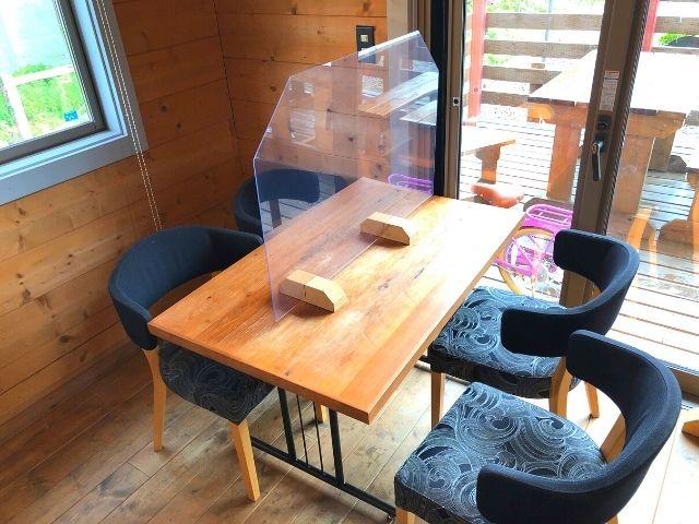 カフェペルシッカのテーブル席