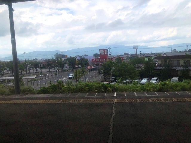 梁川駅を出発すると福島市街地に近づく