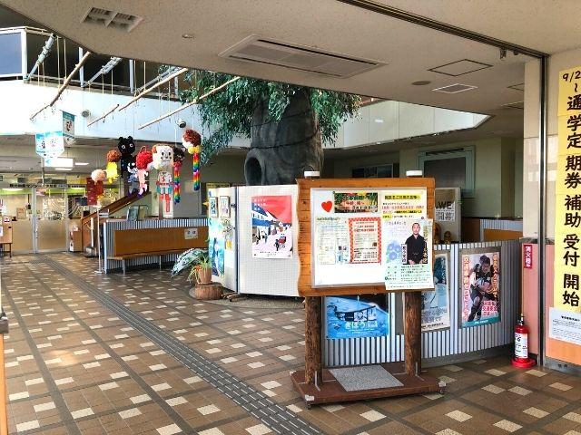 角田駅の駅舎内の様子